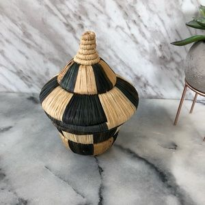 Other - Mini basket + lid green brown checkered straw